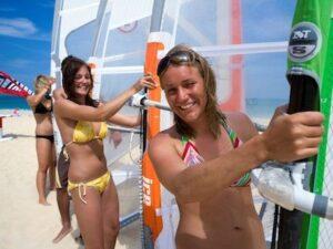 Corso di Wind Surf a Cala Sinzias Sardegna