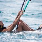 Obama impara il kitesurf: fase delle partenza
